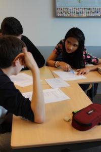 Leerlingen aan het werk met nieuws